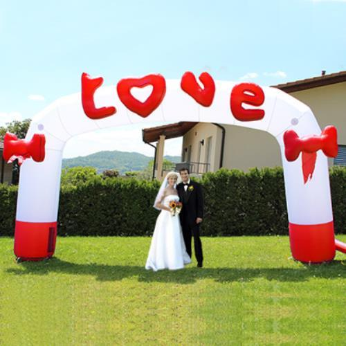 Foto Arco Gonfiabile Scritta Love E 2 Grandi Fiocchi Per Eventi Matrimonio Con Pompa Inclusa Happy Air Events happyairevents Giochi e Giocattoli